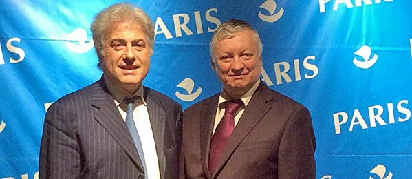 Bachar Kouatly en compagnie d'Anatoly Karpov, lors de la simultanée organisée par la Mairie de Paris le 2 juin dernier.